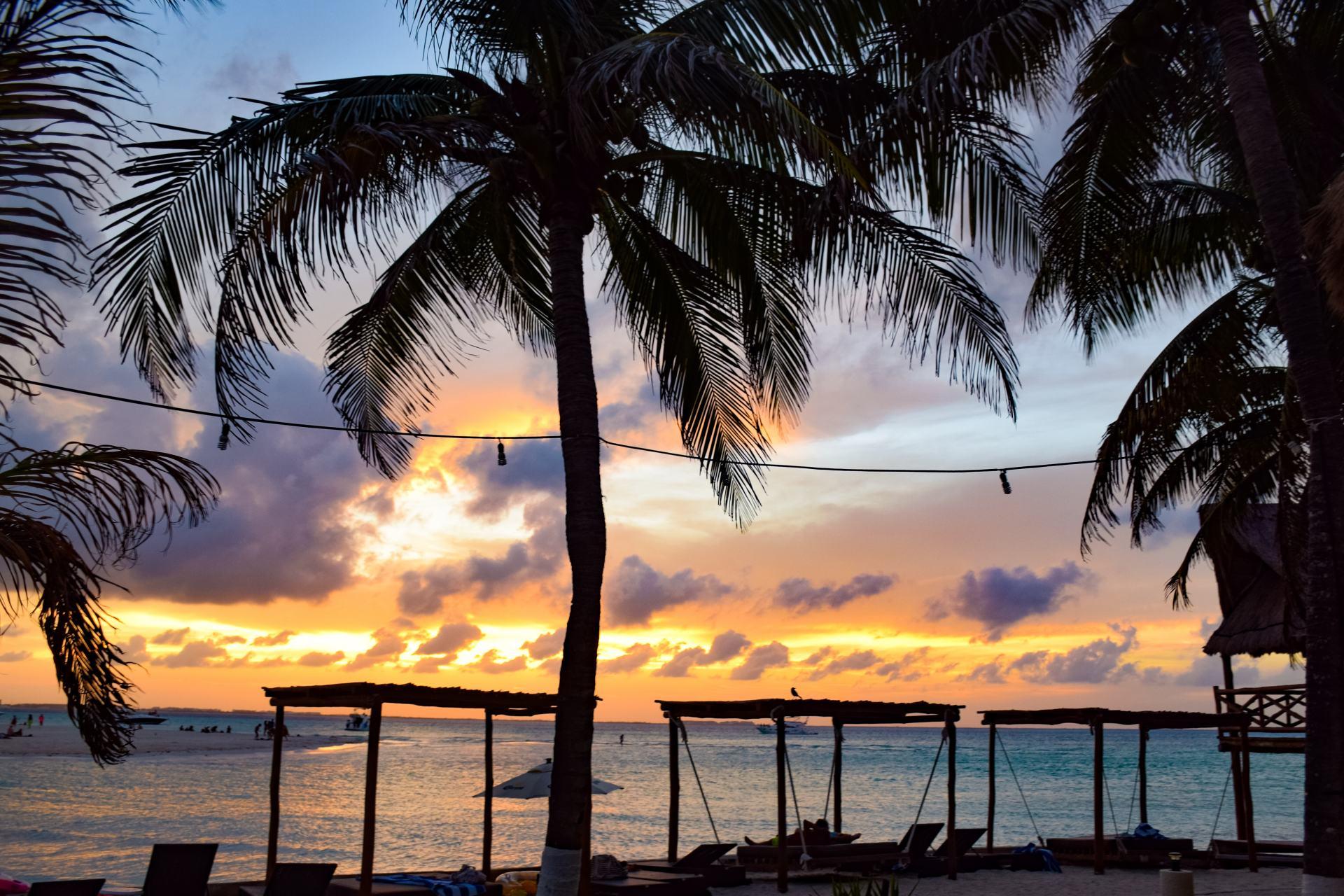 sunset on isla mujeres