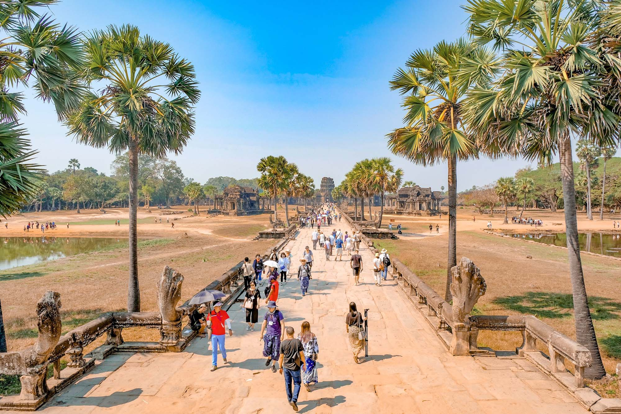 walk to angkor wat