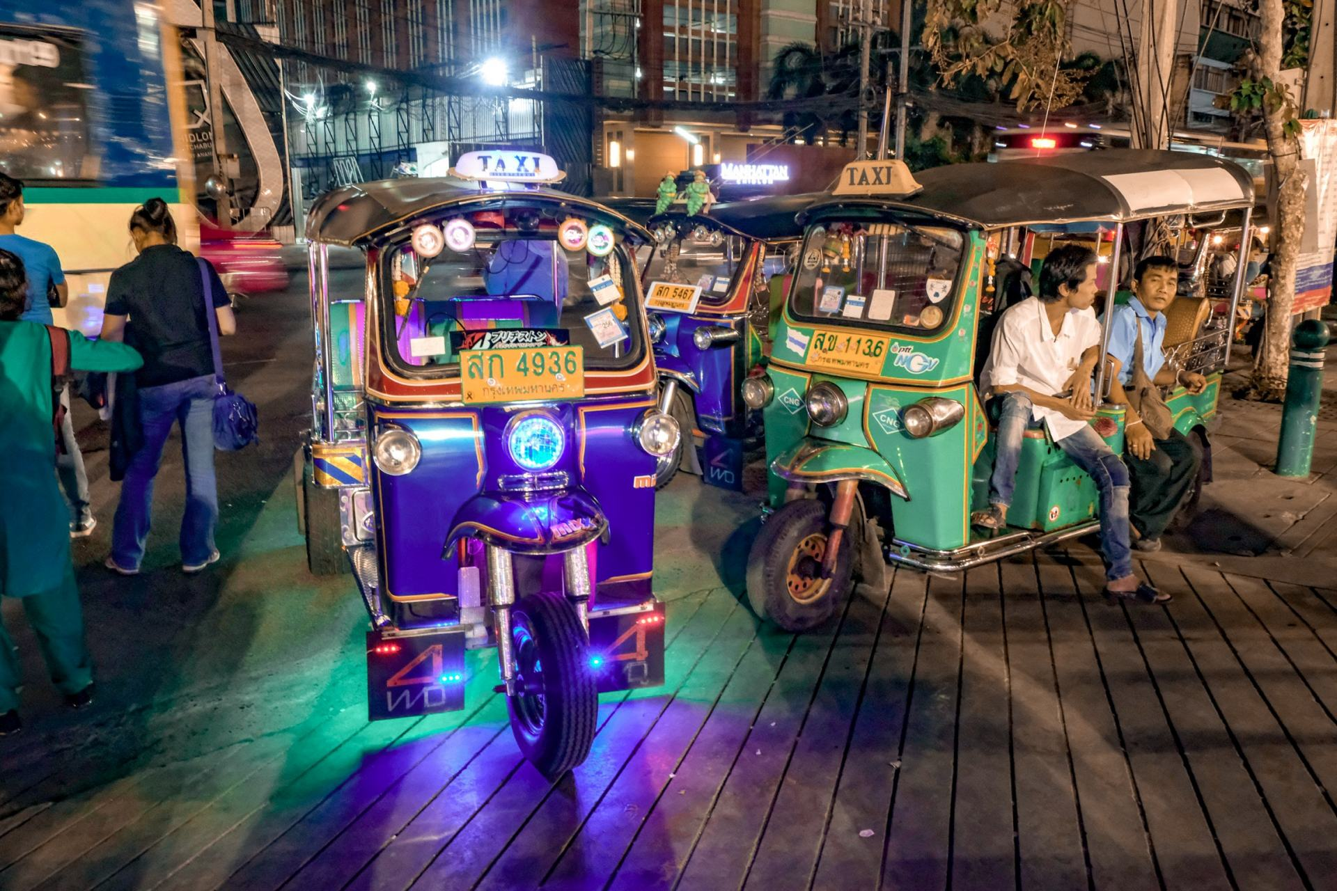 tuk tuks waiting at night