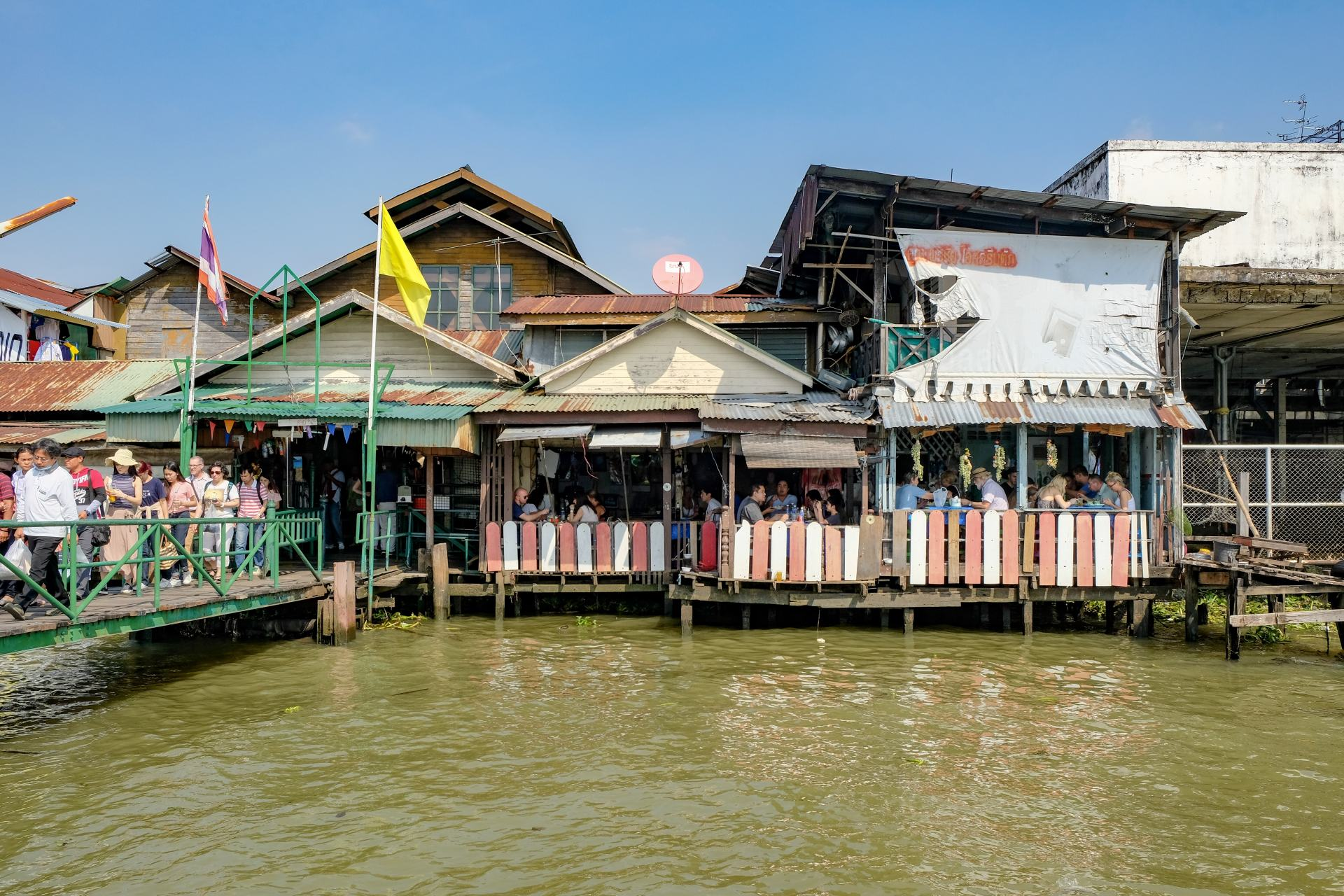 ferry station wat arun bangkok