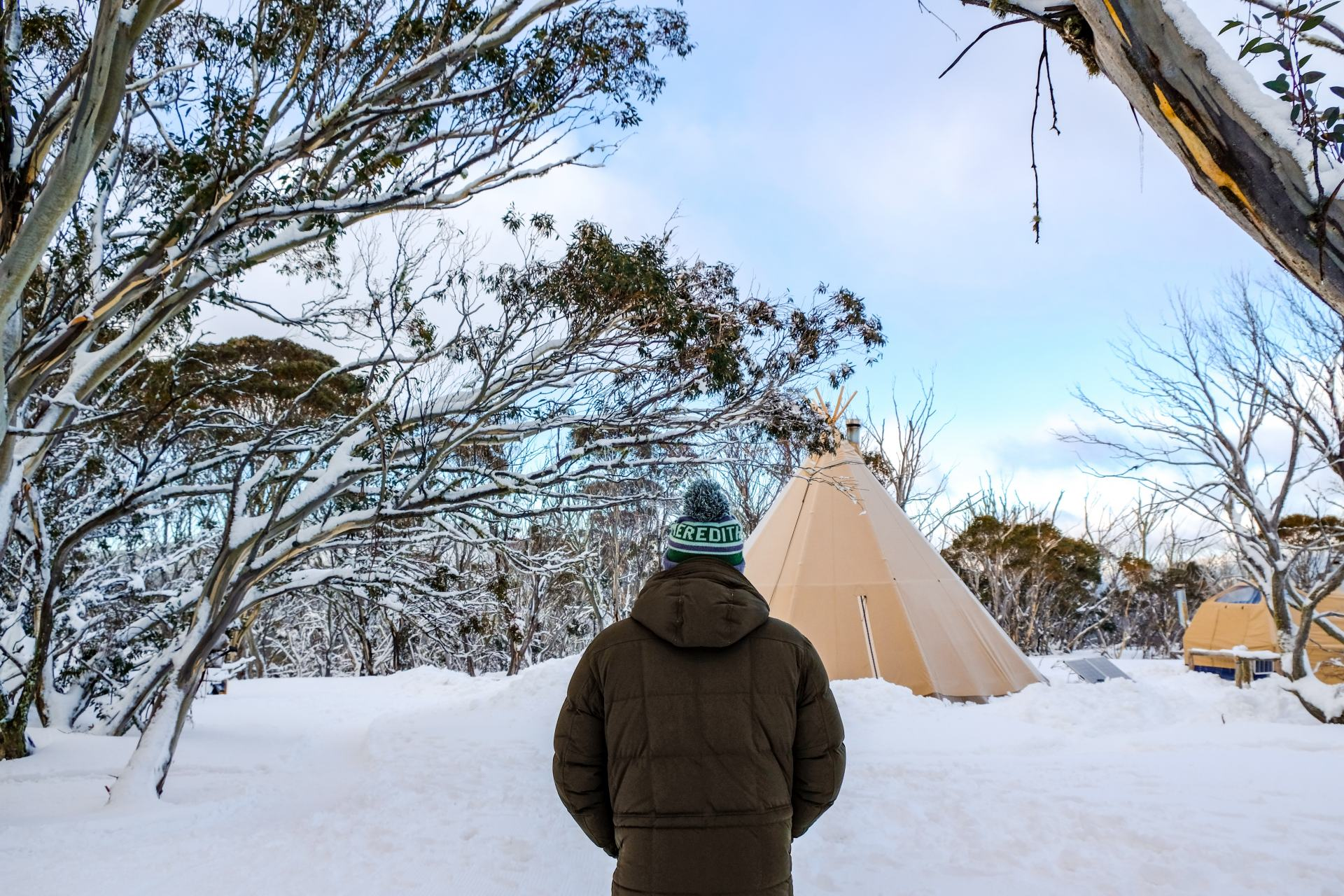 stay in a tent in the snow at alpine nature experience