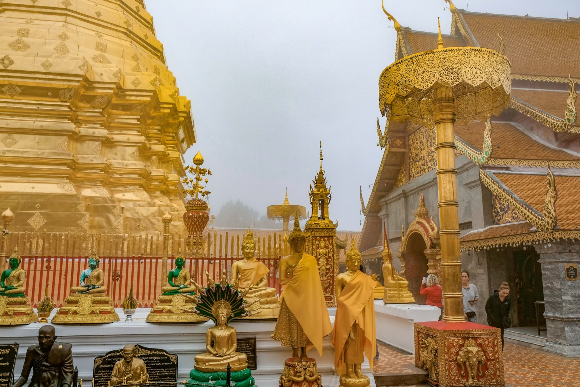golden temple chiang mai
