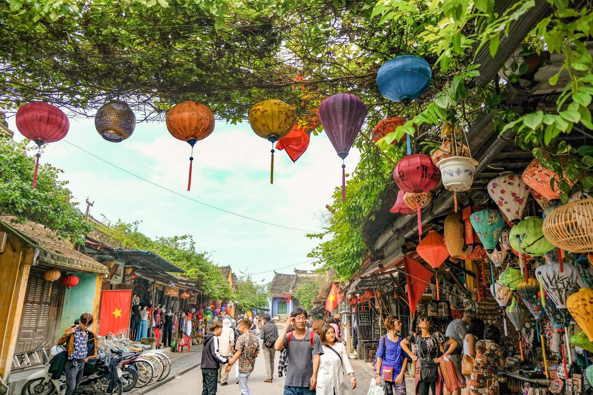lanterns lining the streets of Hoi An Ancient Town