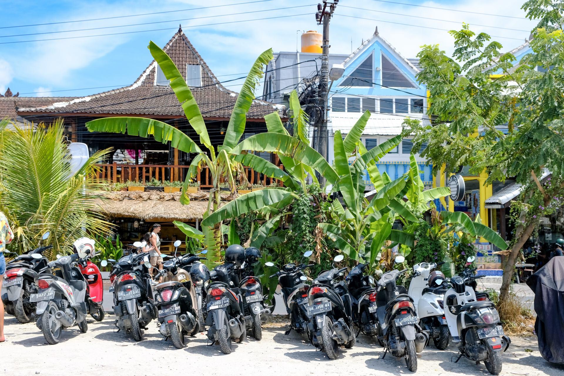 motorbikes in canggu