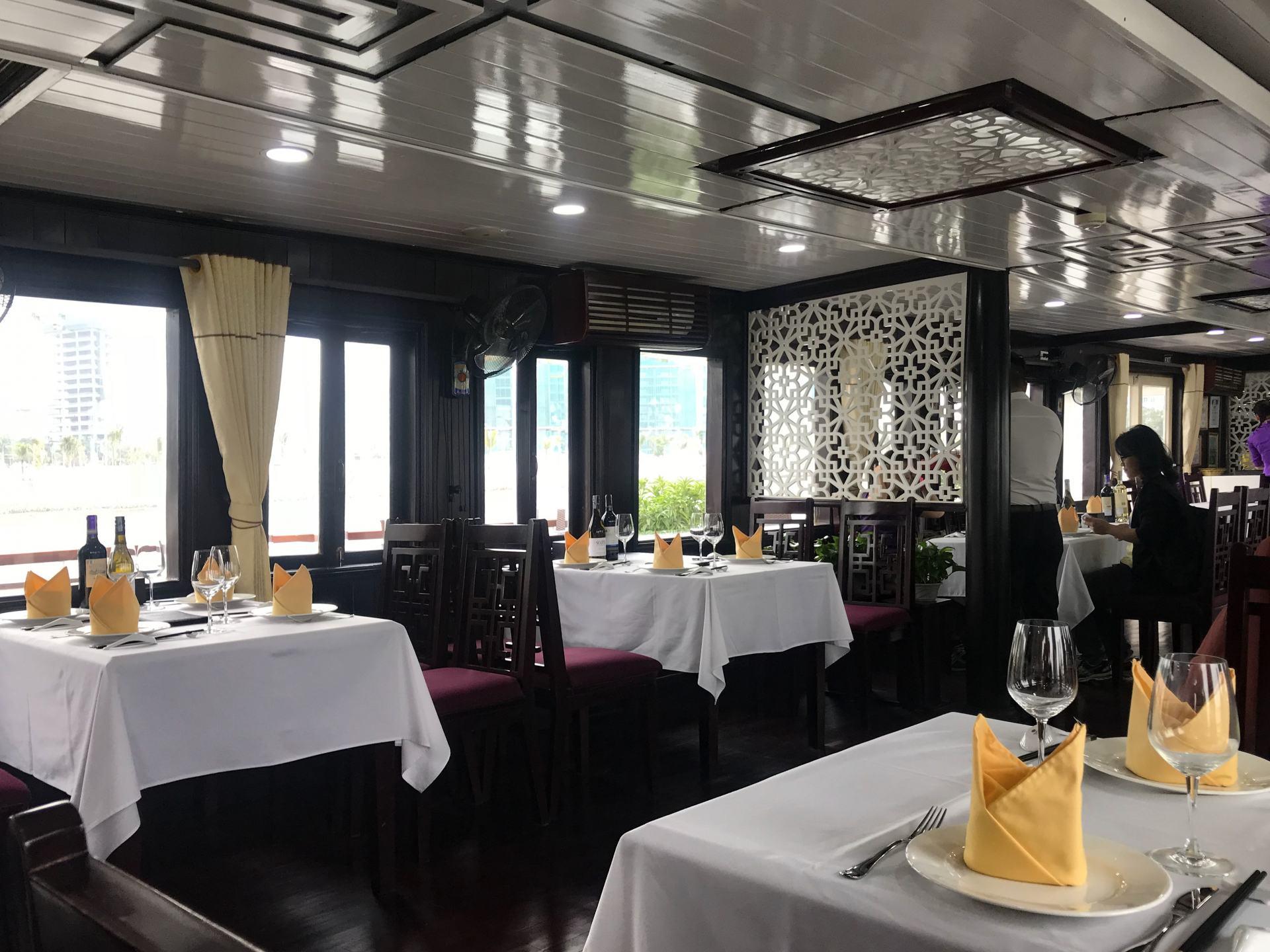 dining room on paloma cruises