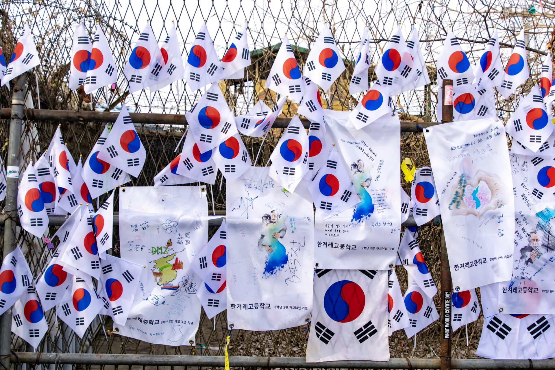 south korea flags on the dmz