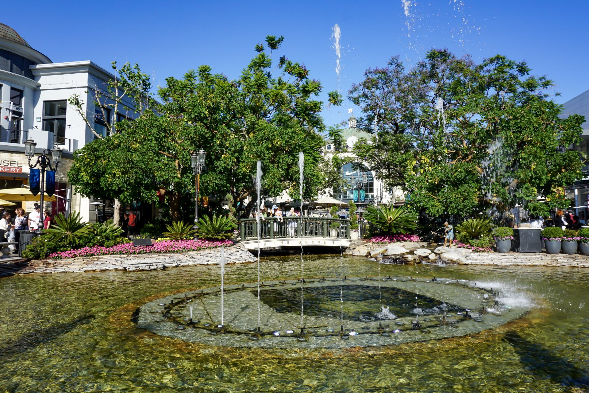 fountain at the grove