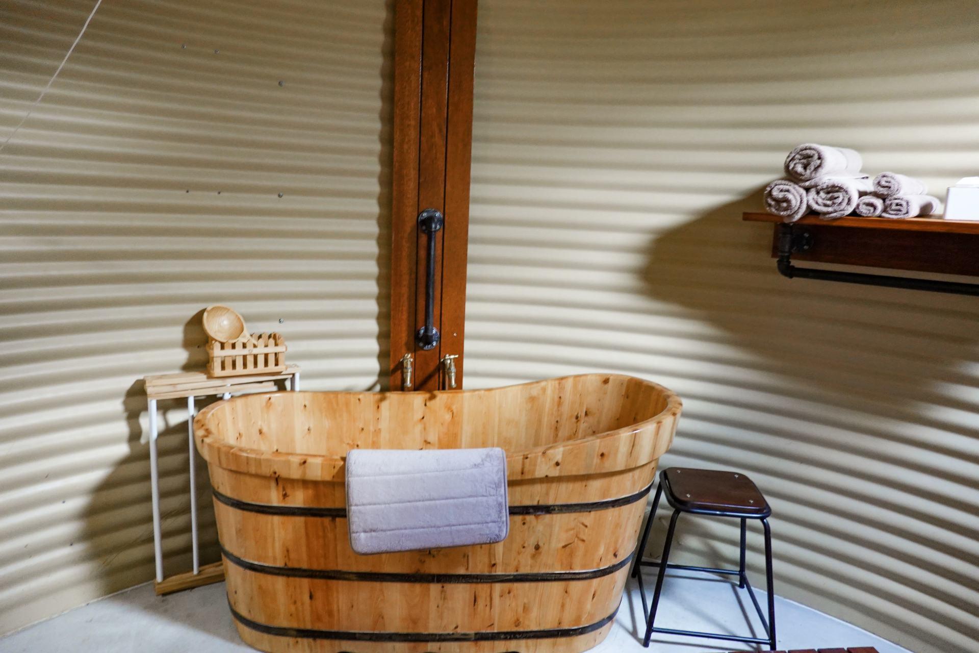 truffle lodge bathtub